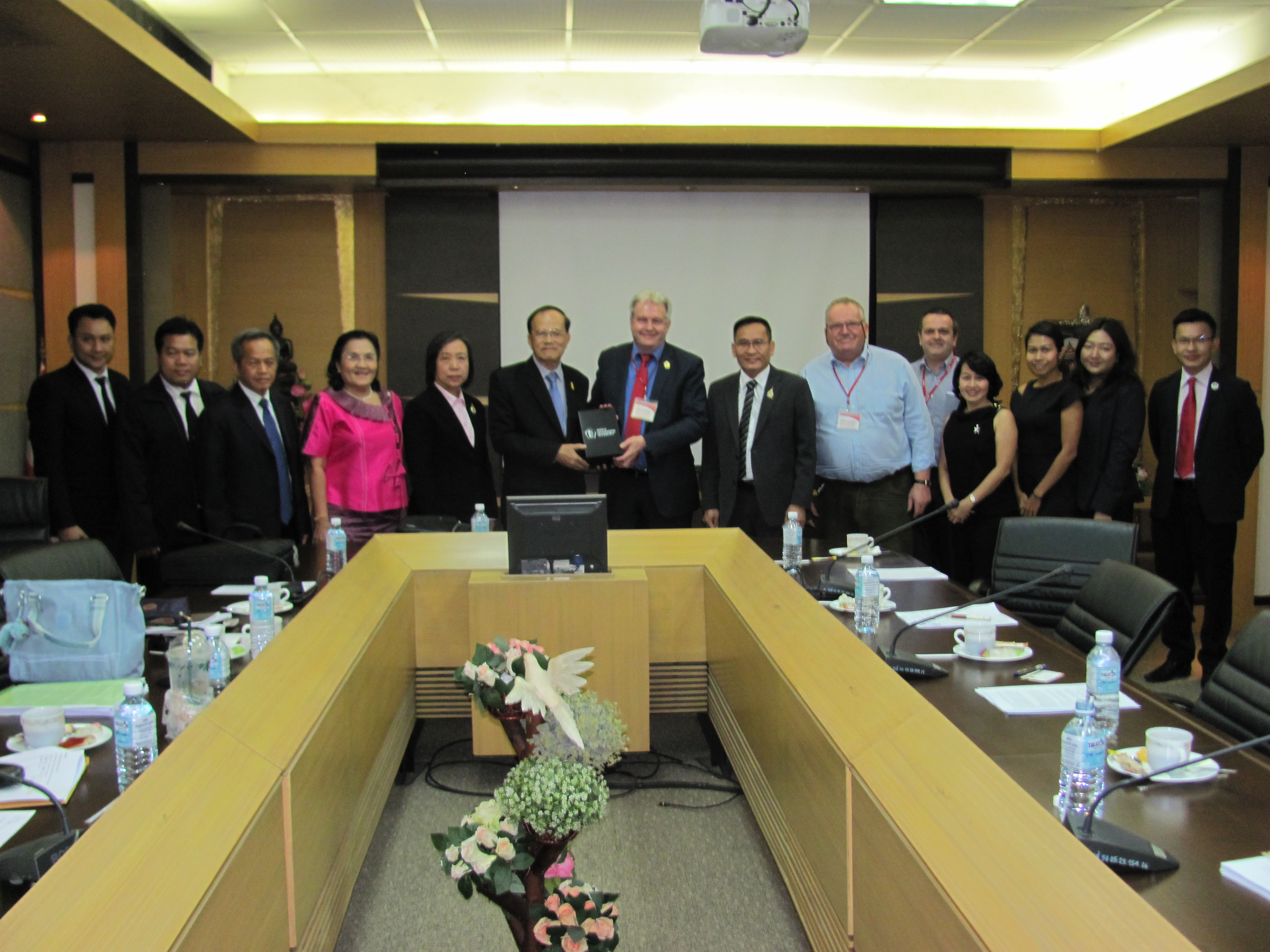 VC with President and representatives of the Association of Rajabhat Universities